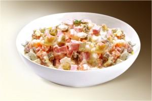 """Салат """"Столичный"""" (картофель, филе кур., морковь, лук, сол.огурец, горошек, яйцо, м-з) 150 г"""