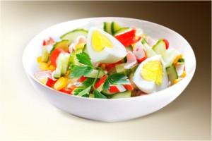 """Салат """"Крабик"""" (краб.мясо, рис, огурец, кукуруза, яйцо, м-з) 150 г"""