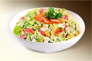 Салат «Коктейль» (краб.мясо, кит.салат, морковь, капуста, кукуруза, сл.перец, м-з) 150 г