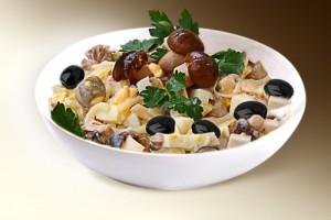 """Салат """"Царский"""" (филе кур., картофель, маслины, грибы, лук, м-з) 150 г"""