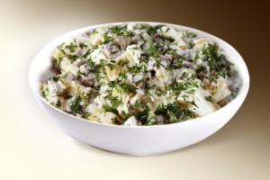 Салат «Сельдь с картофелем» (сельдь, картофель, лук, зелень, р-м) 150 г