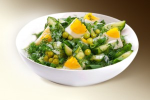 Салат «Яйцо с огурцом и горошком» 150 г