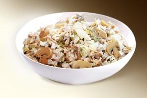 """Салат """"Русь"""" (курица, грибы, картофель, св.огурец, м-з) 150 г"""