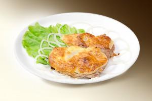 Мясо по-французски (свинина, грибы, м-з, сыр, лук) 120 г
